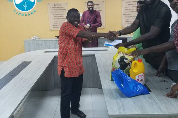 Paramount Lifecare's Management presents Gifts to Staffs